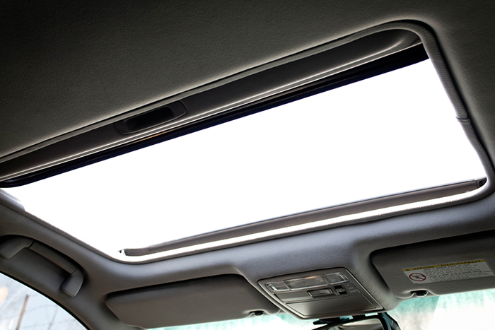 Thinner Metal Frames in Cars Could be Dangerous Sunroof