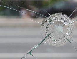 causes of windshield cracks